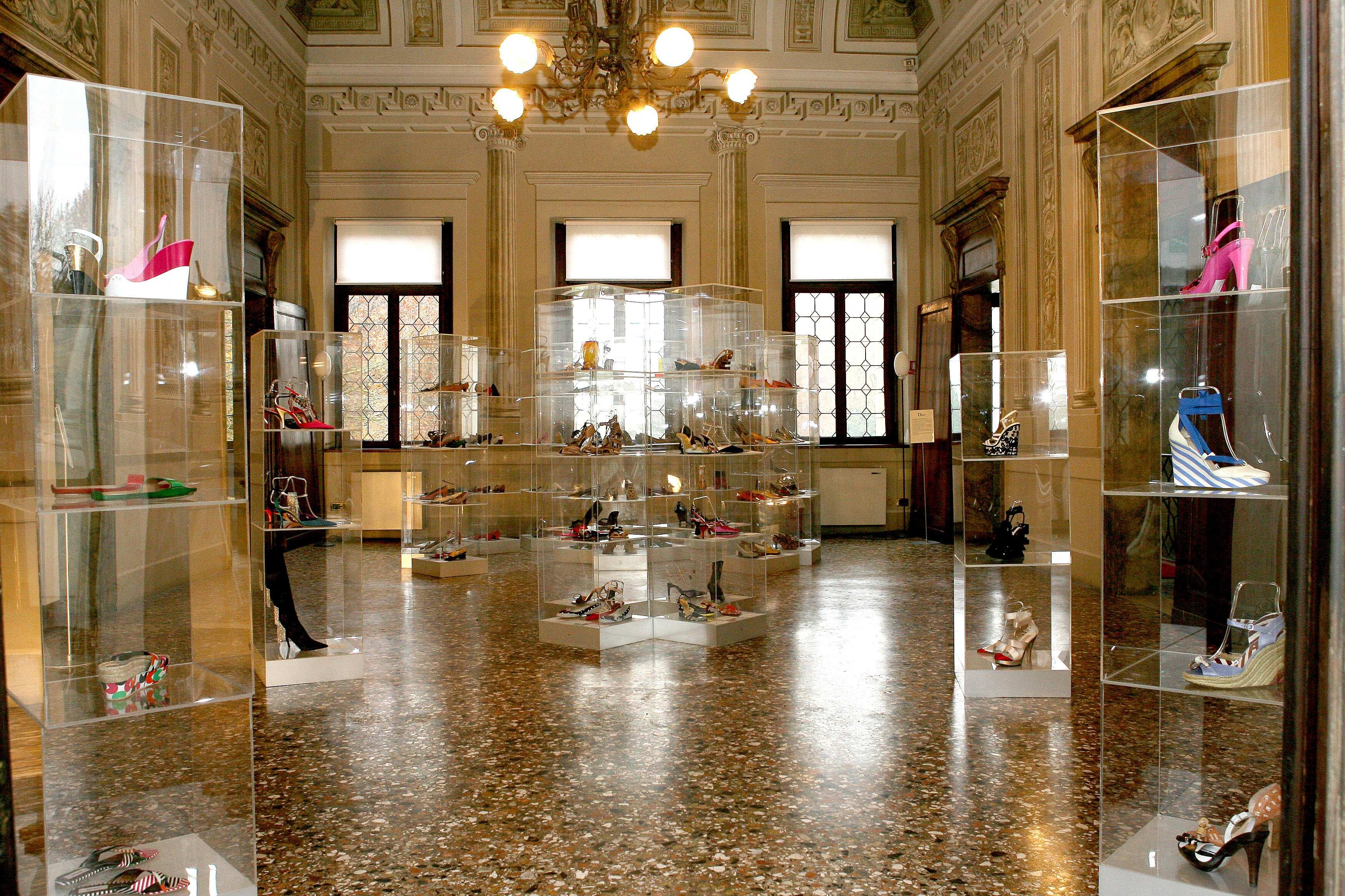 Le origini di quest arte sono particolarmente antiche  la presenza della  Scuola dei Calegheri Veneziani c76fcc6cb0f